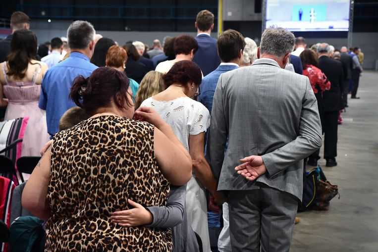 Een moment van gebed tijdens het congres van Jehova's getuigen in de Jaarbeurs.  Beeld Marcel van den Bergh / de Volkskrant