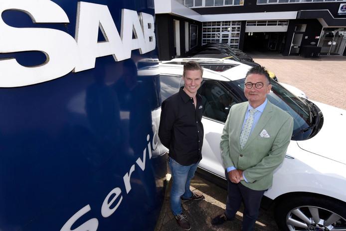Eigenaar Dinant Fase (r) en zoon Dinant Fase junior van Saab-service-garage Fase Exclusief.