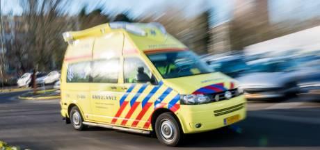 Voetganger zwaargewond bij aanrijding in Alphen