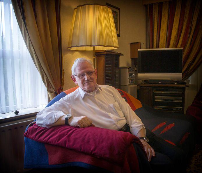 Tony Wagemans in zijn flat in Woensel, in juni 2015.