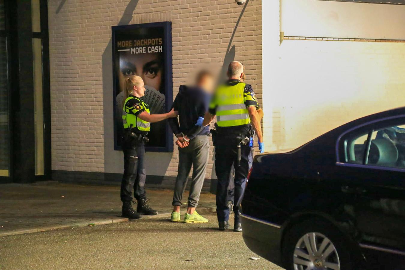 Inbreker opgepakt op dak van casino in Ommel.