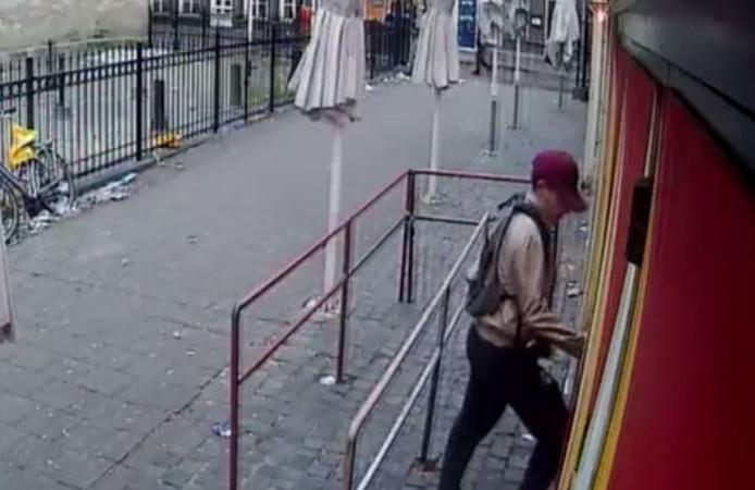 De dief die op 27 februari inbrak in café De Saeck in Den Bosch.