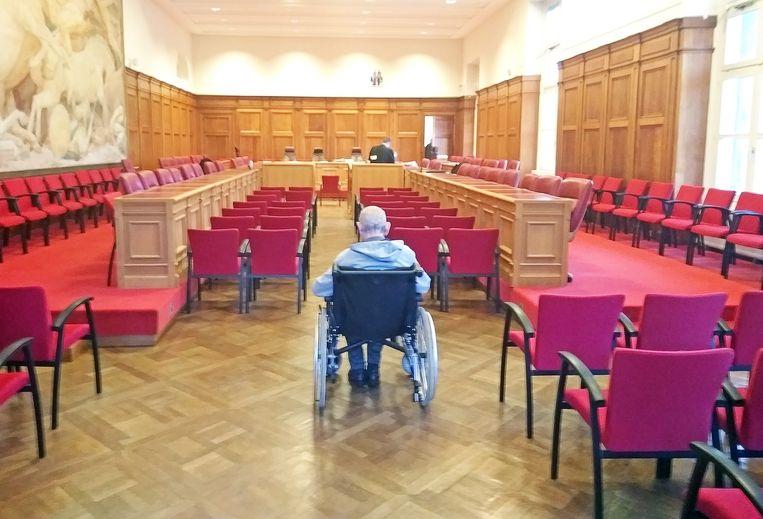 De 78-jarige Prosper Van Der Borght kwam wel naar de verhoren van de getuigen luisteren, maar kon de pleidooien niet bijwonen omwille van gezondheidsproblemen.