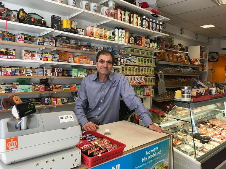 Avik Gharibian in de winkel van zijn zoon Beeld Corrie Gerritsma