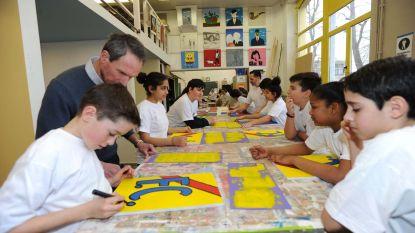 Leerlingen leren kneepjes van het schildersvak