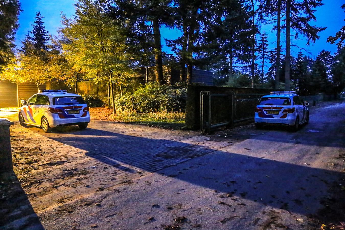 Twee gemaskerde personen drongen omstreeks 6.15 uur een woning aan de Scheepstal binnen.