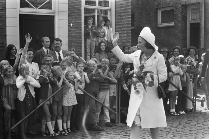 Prinses Beatrix opent op 31 augustus 1972 de gerestaureerde Martinikerk in Doesburg.