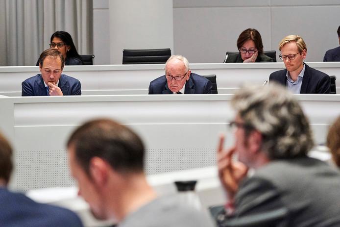 Waarnemend burgemeester Johan Remkes debatteert met de Haagse gemeenteraad over het door de Onderzoeksraad voor Veiligheid gepresenteerde kritische rapport over de aanpak van de traditionele vuurstapels op de stranden van Scheveningen en Duindorp. Foto ter illustratie.