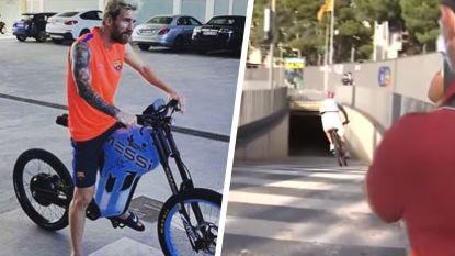 Piqué zoeft catacomben Camp Nou in op e-bike van 10.000 euro, ook Messi heeft eigen exemplaar in garage staan