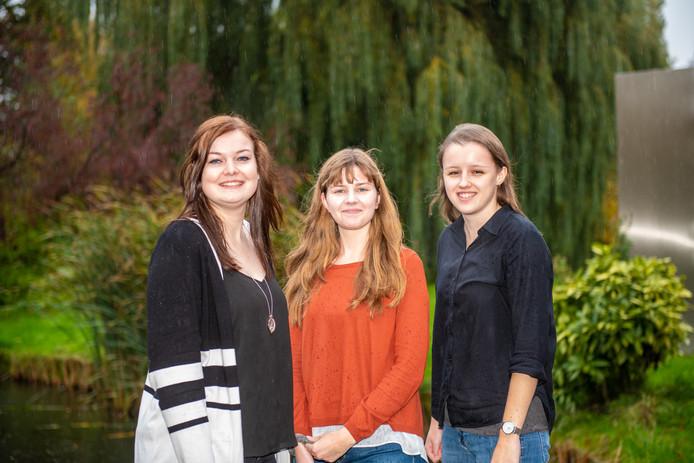 Drie Leidse studenten gaan in de Ooijpolder in Berg en Dal onderzoek doen. Vlnr Anouk Verhoeven, Anouk de Jong en Zoë Valk.