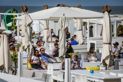 Strandbars houden stil protest in Knokke: hele dag geen muziek op het strand