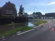 Straat blank in Putten door waterlek