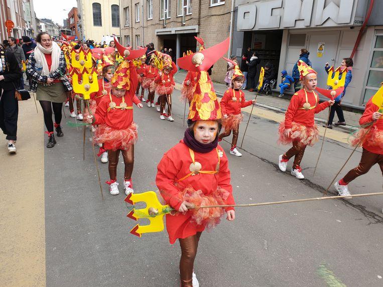 Kindercarnaval Ninove 2020. De meisjesscouts / Gidsen Ninove waren verkleed als zeemeerminnen en behaalden de tweede plaats.