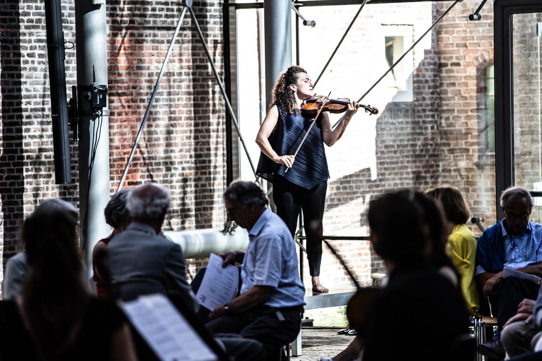 Liza Ferschtman tijdens het Kamermuziekfestival Delft.