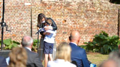 """Sint-Truiden houdt pakkende herdenking voor coronaslachtoffers: """"Te veel mensen zijn gestorven zonder afscheid te kunnen nemen"""""""