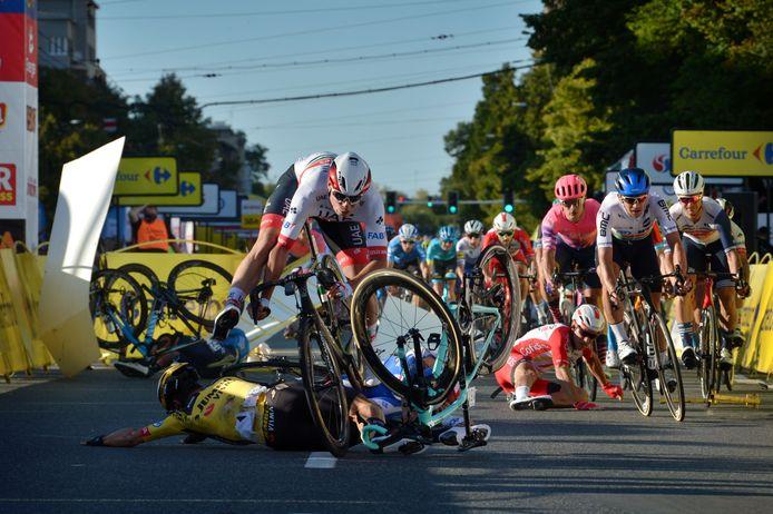 Een dramatische valpartij vlak voor de finish in de eerste rit van de Ronde van Polen.