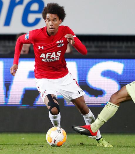 AZ troeft directe concurrent Utrecht af door blunderende Jensen