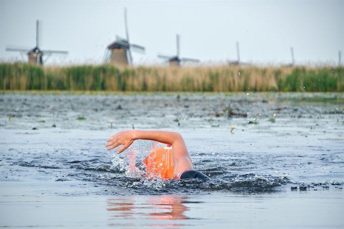 Niet de molens, wel het open water: Het Lageveld in Wierden is vrijdag de locatie voor de Zomertour van de Nederlandse zwembond.