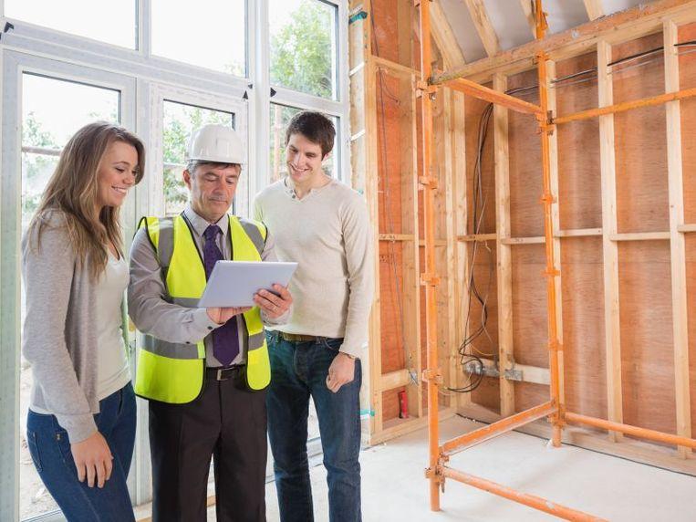 Voor de bouw van je woning, contacteer je het beste een half jaar tot een jaar op voorhand een aannemer.
