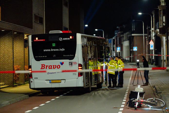 Maaltijdbezorger aangereden door lijnbus in Tilburg.