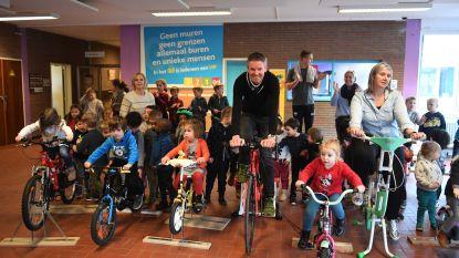 VIDEO: VTM-weerman en klimaatflandrien Frank Duboccage fietst 500 kilometer in De Bijenkorf