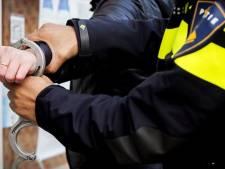 Politie klimt op brommer van drugsdealer bij achtervolging in Oss