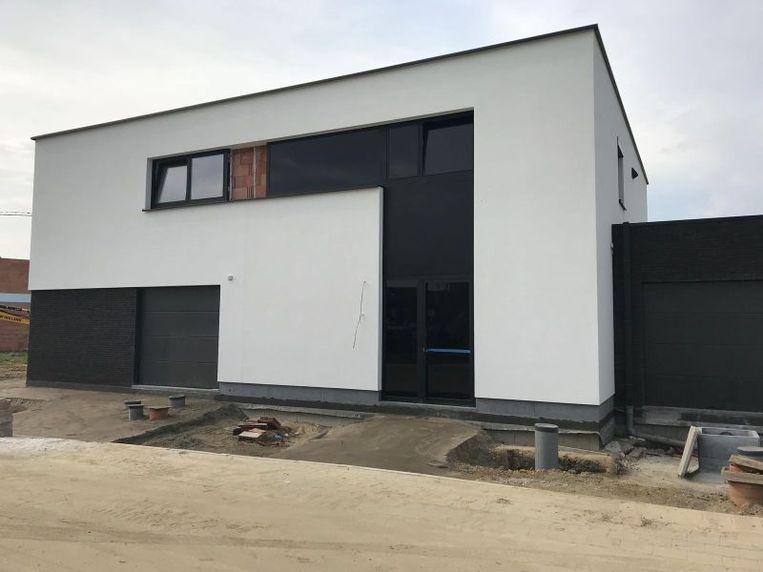 De halfopen nieuwbouwwoning van Liesbeth Elias en haar familie (rechts op de foto) is energiezuinig en rolstoeltoegankelijk.