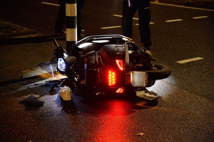 De scooter na het ongeluk in Breda.