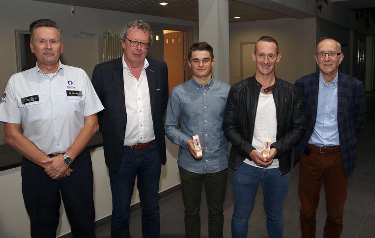 Vlnr: korpschef Roger Mol, de Balense burgemeester Johan Leysen, Tom Geysen, Kurt Geysen en de Molse burgemeester Paul Rotthier.