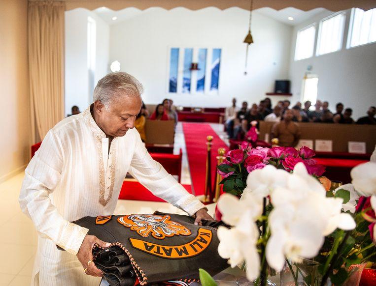 Tempeleigenaar Etienne Premdani. Beeld Koen Verheijden