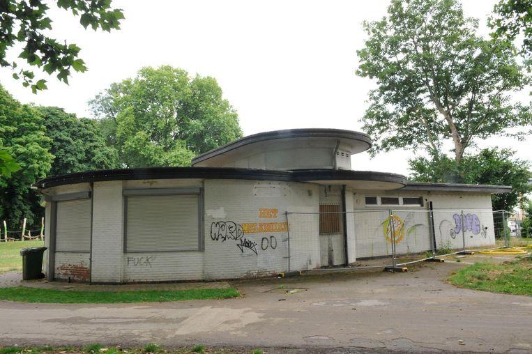 Het melkhuisje voor de renovatie