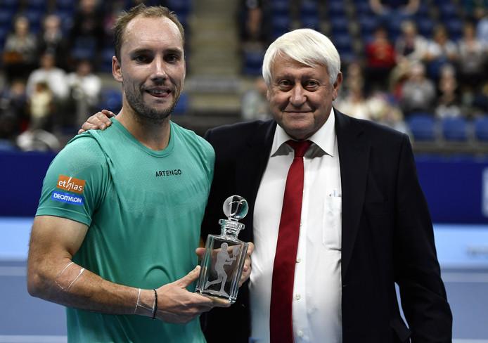 """Steve Darcis ne jouera plus sur le sol belge. Le Liégeois de 35 ans, 179e mondial, s'est incliné 6-1, 6-2 face au Français Gilles Simon (ATP 47) au 1er tour de l'European Open. Le """"Shark"""", 35 ans, a en effet annoncé samedi qu'il prendra sa retraite en janvier 2020."""