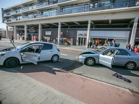Gewonde door botsing tussen twee auto's in Arnhem