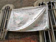 Antwerpse gedetineerden maken spandoeken als teken van solidariteit en om personeel te bedanken
