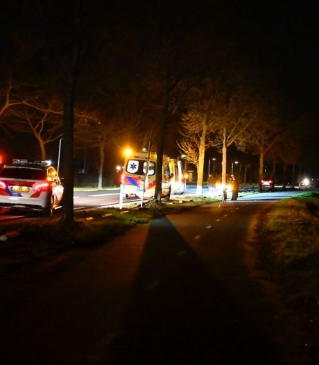 Voetganger en bromfietser naar het ziekenhuis door botsing in Aadorp
