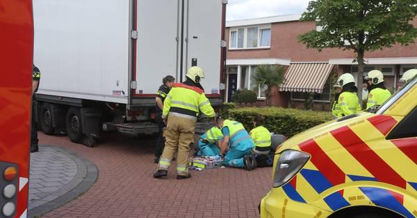 Brommerrijder gewond door aanrijding met vrachtwagen in Rosmalen.