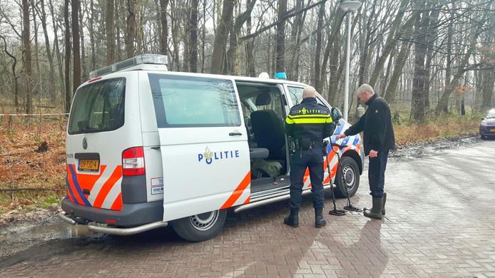 Politie zoekt met metaaldetectoren