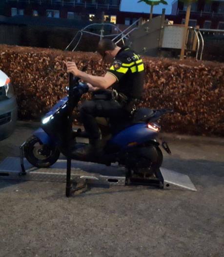 Elf scooteraars gepakt bij politiecontrole in Nieuwland en Hoogland