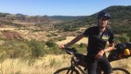 """Kenneth (38) fietste 361 kilometer op parcours van de eerste Ronde van Vlaanderen uit 1913: Alleen fietsen, lange afstanden afmalen, het hoofd eens leegmaken, genieten van het landschap, zalig"""""""