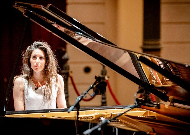 Pianiste Iris Hond bij een optreden in Het Concertgebouw, zonder publiek vanwege het coronavirus. Het optreden was online te bekijken. Beeld Hollandse Hoogte/ANP