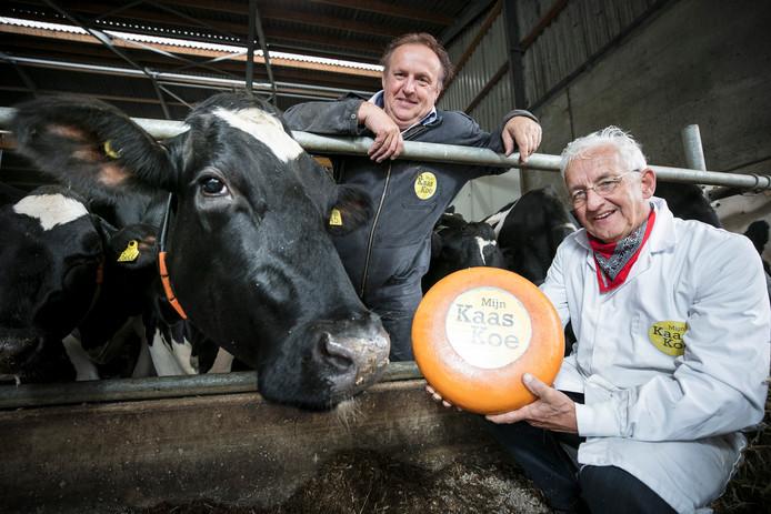 Melkveehouder Bert van Zeelst (links) en kaaskenner Jo Penders van Mijn Kaaskoe.