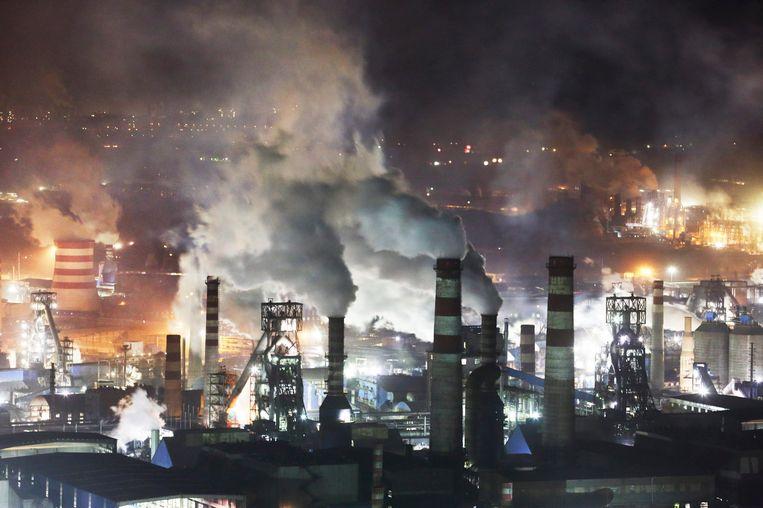 Op deze foto, uitgegeven door Greenpeace, staalfabrieken in China. Beeld epa