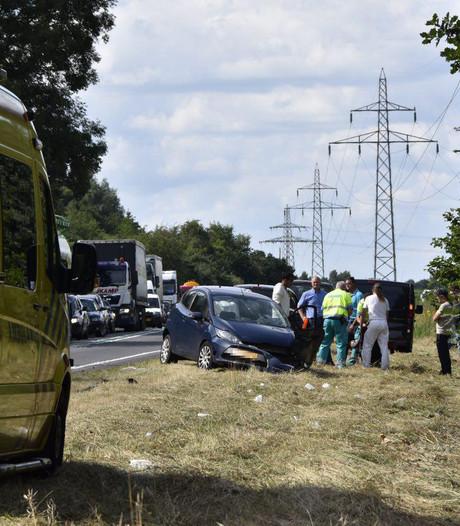 Gewonden bij frontale aanrijding op N36 bij Almelo, weg afgesloten