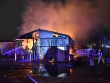 Asbest vrijgekomen bij grote brand in Haagse loods, een verdachte aangehouden