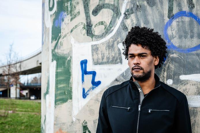 Gilliard (Gil) Soares Rodrigues is de broer van de vermoorde Graciëlla.