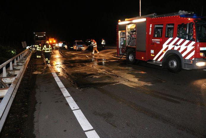 Bij een kop-staartbotsing op de A12 bij Zevenaar is één persoon gewond geraakt.