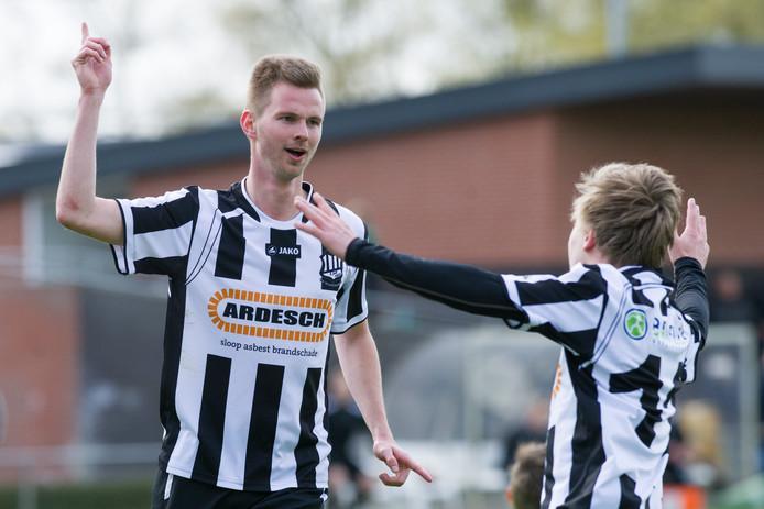 Mark Boshove boog met Kloosterhaar een 3-1 achterstand om naar een 6-4 overwinning. Boshove maakte vier goals.