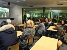 Militairen in het klaslokaal proberen vmbo'ers voor zich te winnen