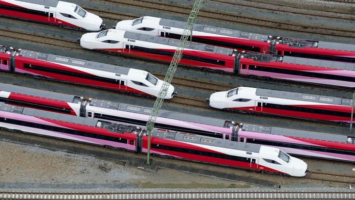 Fyra-treinstellen staan geparkeerd op het rangeerterrein Watergraafsmeer.