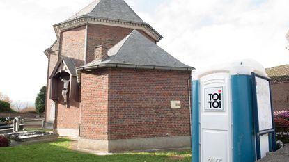 """""""Beter toilet in sacristie dan buiten in de kou"""""""